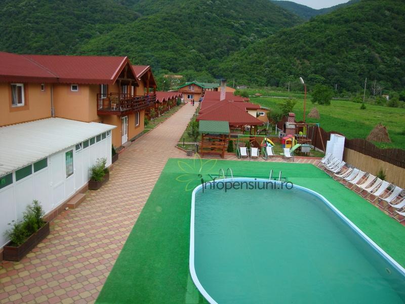 Pensiunea casa ecologica baile herculane 3 cazare in for Cazare cu piscina interioara valea prahovei